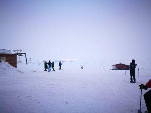 foto montagna con meteo nuvoloso dove usare maschera da sci con lente arancio