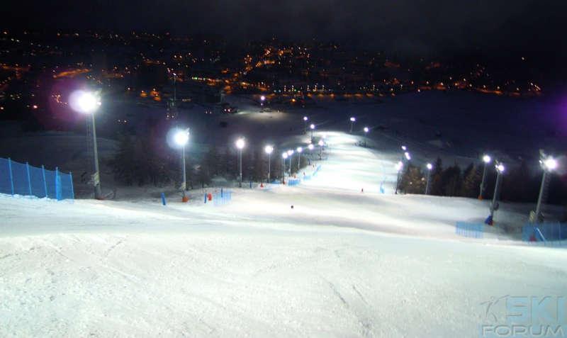 pista da sci in notturna dove utilizzare maschere da sci con lente trasparente