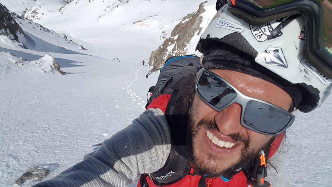 occhiali tecnici per escursionismo indossati da escursionista durante escursione
