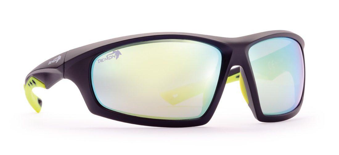 occhiale sportivo con lenti specchiate per tutti gli sport