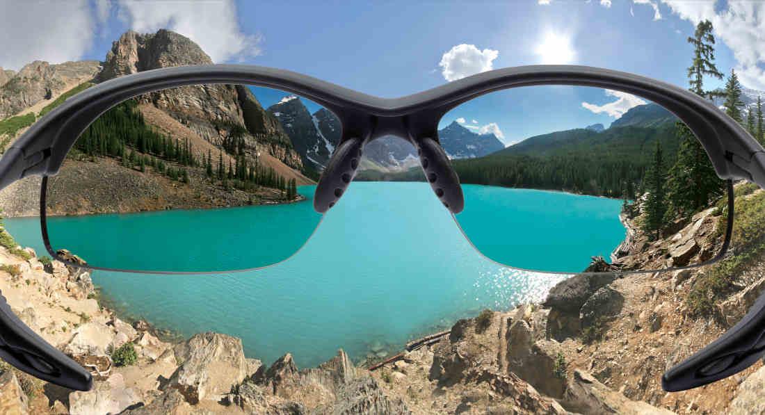 occhiale sportivo con lenti polarizzate utilizzato per escursionismo