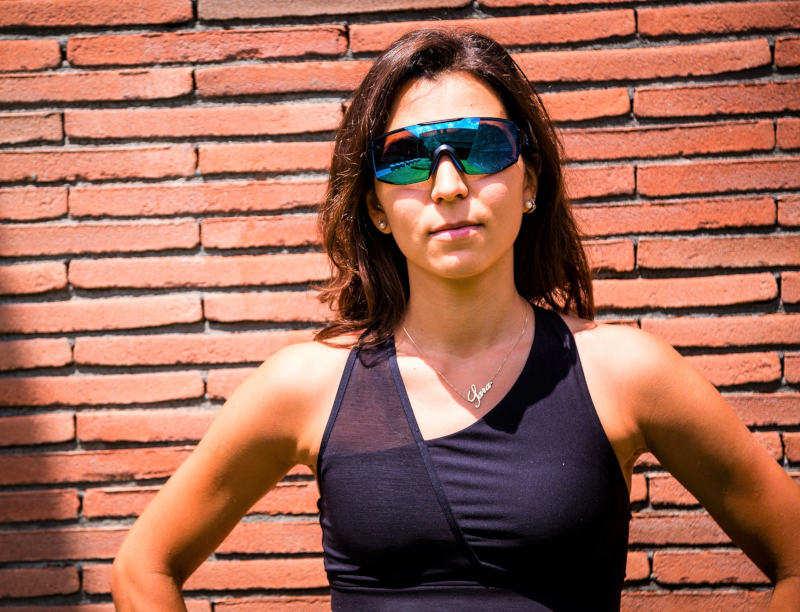 occhiali da donna per running e trail running con lente specchiata blu modello performance