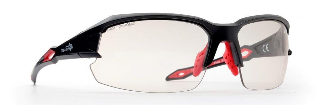 occhiali per running e trail running modello tiger lenti fotocromatiche fumo nero opaco rosso