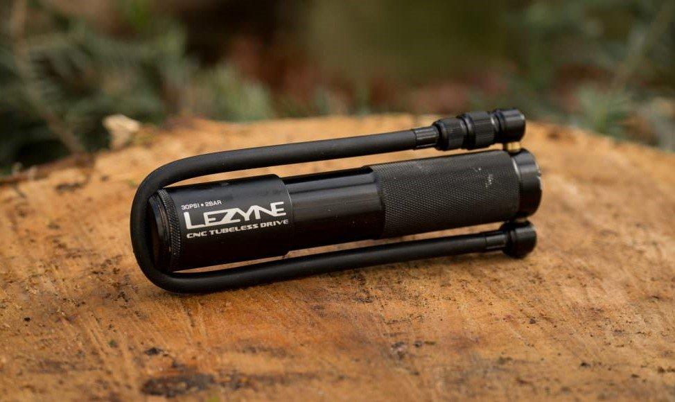 Pompa per gonfiaccio ruota bicicletta bucata portatile