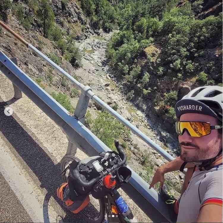 Occhiali per cicloturismo e bike packing